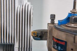 Motorentechnik - Spezialwerkzeug auf Drehbank